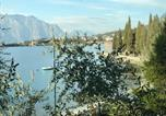 Location vacances  Province de Vérone - Lake Front Apartment-1