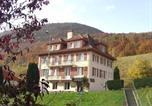 Location vacances Brey-et-Maison-du-Bois - Auberge Pour Tous-2