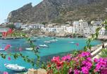 Location vacances  Ville métropolitaine de Palerme - La stanza sul mare-1