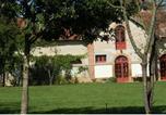 Location vacances  Allier - Holiday Home Autour Du Cour D Honneur Du Chateau Neureux Lurcy Levis-2