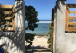 Location vacances  Réunion - Villa 'Corail Bleu' les pieds dans l'eau-1