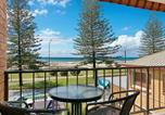 Location vacances Tugun - Kirra Vista Apartments Unit 18 - Right on the Beach in Kirra with free Wi-Fi-4