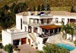 Location vacances Strand - La Vue Parfaite A Beautiful Villa With Stunning Sea And Mountain Views-1