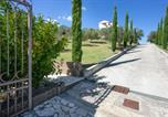 Location vacances Guardia Sanframondi - Villa with 8 bedrooms in Caiazzo with wonderful mountain view private pool enclosed garden 70 km from the slopes-2