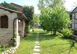 Location vacances  Province de Trévise - Modern Holiday Home in Green Montello with a Garden-4