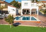 Location vacances Bellvei - Santa Oliva Villa Sleeps 10 Pool Air Con Wifi-1