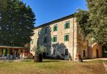 Location vacances  Province de Pérouse - Farmhouse with Jacuzzi in Umbria-2