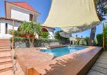Location vacances San Gregorio di Catania - Beautiful home in Acicatena with Outdoor swimming pool, Wifi and 2 Bedrooms-1