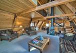 Location vacances Livingston - Unique Cabin with Indoor Pool and Mountain Views!-3