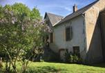 Location vacances  Nièvre - Bright holiday home in Gacogne with coulourful garden-2