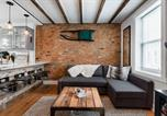 Location vacances Langhorne - Urban Lodge, Rustic-Chic Retreat Steps from Frankford Avenue-1