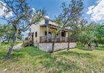 Location vacances Kerrville - Wolf Creek Guest Ranch cabin-1