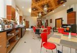 Location vacances Makassar - Reddoorz Plus near Pantai Losari-3