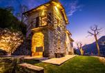 Location vacances  Province de Côme - Design Villa in Torno-1