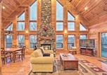Location vacances Bryson City - Southern Comfort Cabin with Hot Tub and Pool Table-2