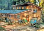 Location vacances Grass Valley - A Lovely Cabin House at Way Woods Retreat with Outdoor Hot Tub!-1