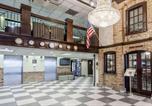 Hôtel Newark - Howard Johnson by Wyndham Newark Airport-1