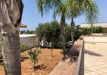 Location vacances  Province de Lecce - House with 3 bedrooms in Taviano with furnished terrace 1 km from the beach-1