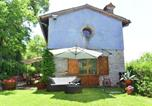 Location vacances  Province d'Ancône - Beautiful Villa in Fabriano Marche withswimming Pool-2