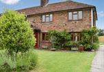 Location vacances Hastingleigh - Hollyhock Cottage-1