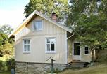 Hôtel Lilla Edet - One-Bedroom Holiday home in Hjälteby-1
