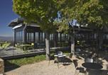 Hôtel Massieux - L'Ermitage Hôtel Cuisine-À-Manger-3