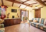 Location vacances Massa Martana - Nine-Bedroom Holiday Home in Acquasparta -Tr--3