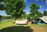 Camping en Bord de rivière Jura - Huttopia La Plage Blanche-3