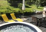 Location vacances Ternuay-Melay-et-Saint-Hilaire - Studio in Le Menil with wonderful mountain view furnished garden and Wifi 4 km from the beach-2