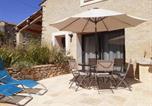 Location vacances  Alpes-de-Haute-Provence - Greoux les bains - appartement 4 personnes - Domaine des Broues-1