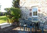 Location vacances Equilly - House with 2 bedrooms in Chanteloup with wonderful city view furnished terrace and Wifi 4 km from the beach-1