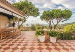 Location vacances Premià de Mar - Four-Bedroom Holiday Home in Cabrils-4