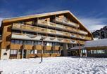 Location vacances  Isère - Appartements Maison De L'alpe-1