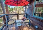 Location vacances Alpine Meadows - Cozy Couples Cabin, Walk to Lake Tahoe & Dtwn-3