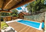 Location vacances Donji Lapac - Luxurious Chalet in Bruvno with Pool-1