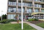 Hôtel Virginia Beach - Four Sails Resort-1