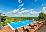 Location vacances Zagrebačka - Stunning home in Bedenica w/ Outdoor swimming pool, Jacuzzi and Sauna-1
