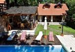 Location vacances Donji Lapac - Luxurious Chalet in Bruvno with Pool-2