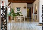 Location vacances  Ville métropolitaine de Palerme - Carini Villa Sleeps 8 Pool Air Con Wifi-4