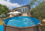 Location vacances Poreč - Stunning home in Nova Vas with Wifi and 2 Bedrooms-1