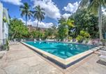 Location vacances Naples - Updated Naples Condo with Shared Pool - Walk to Pier!-3
