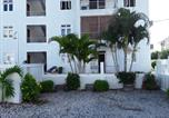 Location vacances Flic en Flac - Apartment Avenue Des Allouettes-4