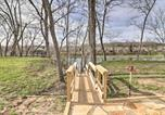 Location vacances West Plains - Flippin Home on White River Fire Pit and Views-2