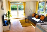 Location vacances Hamburg - Beautiful Apartment for 9 with 2 Br & Cosy Kitchen-3