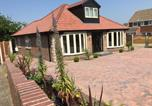 Location vacances Wakefield - Luxury Villa Getaway Break - 4 Bed - Private Garden- Business Welcome-1
