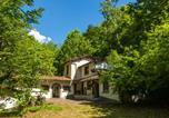 Location vacances  Province de Pistoia - Spacious Holiday Home with Pool in Migliorini-1