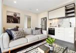 Location vacances Kew - Brand New Apartment With Balcony, Gym and Sauna-2