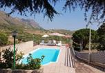 Location vacances Montemaggiore Belsito - Villa with 3 bedrooms in Caccamo with private pool and Wifi-1