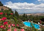 Location vacances Chianni - Chianni Apartment Sleeps 6-2