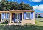 Location vacances Saint-Jean-d'Angély - Quaint Holiday Home in Saint-Savinien with Jacuzzi-3